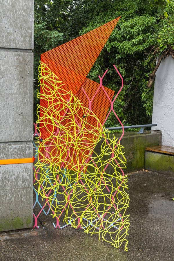 Jessica Stockholder's 'Three squared on the river bank' (2018) © Mitchell-Innes & Nash, Galerie nächst, St. Stephan, Rosemarie Schwarzwälder