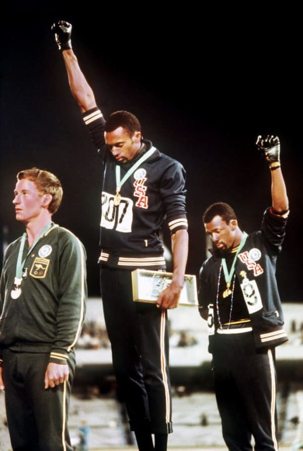 Tommie Smith (center). ©Time and Life Pictures/Getty Images.