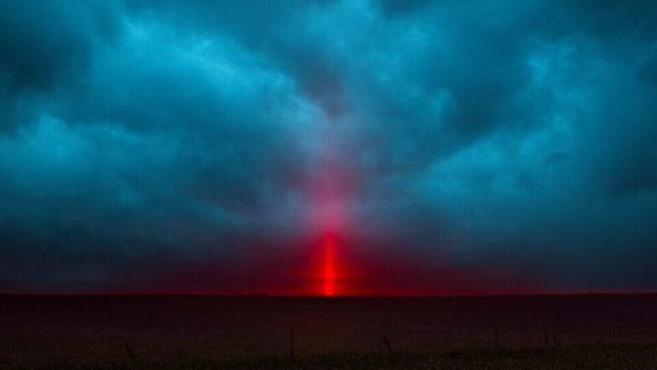 Sun splitting the line of the horizon – 2016 © Philippe Braquenier. Courtesy The Ravestijn Gallery