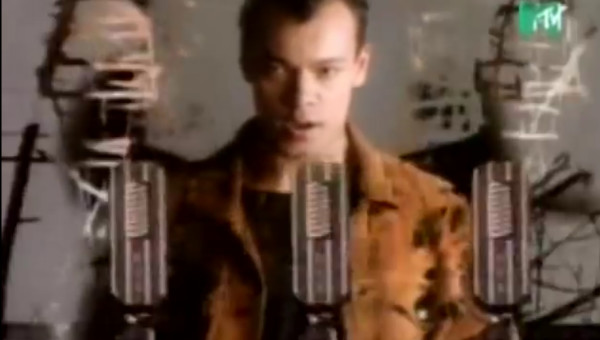 <p>Fine Young Cannibals</p><p>'Don't Look Back'</p><p>Directed by Kevin Godley</p>  <p>Edit by Jerry Chater</p>