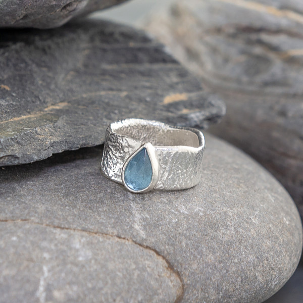 Marsha Drew, Fragment Ring with Small Faceted Aquamarine