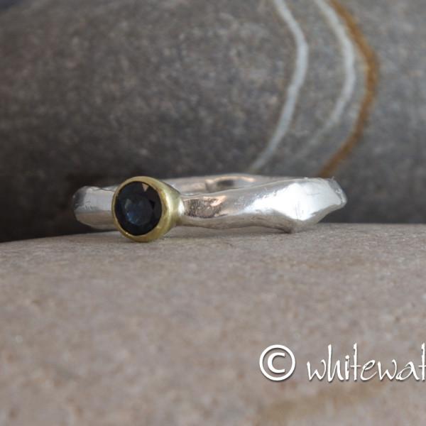 Marsha Drew, Rockpool Rustic Ring 18k Gold - Sapphire