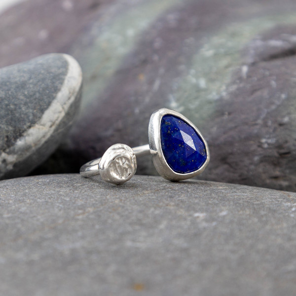 Marsha Drew, Pebble Ring with Lapis Lazuli