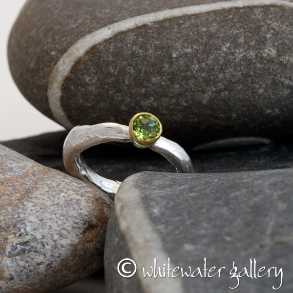 Marsha Drew, Rockpool Rustic Ring 18k Gold - Peridot