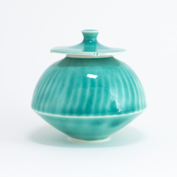 Small green glaze lidded porcelain jar