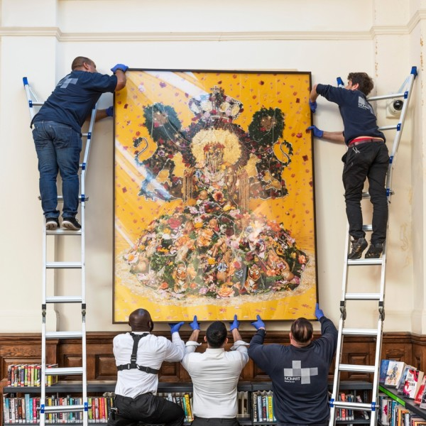 Hew Locke, Serpent of the Nile (Sejant), 2007, Ways of Seeing, Walthamstow Library. Photo by Thierry Bal