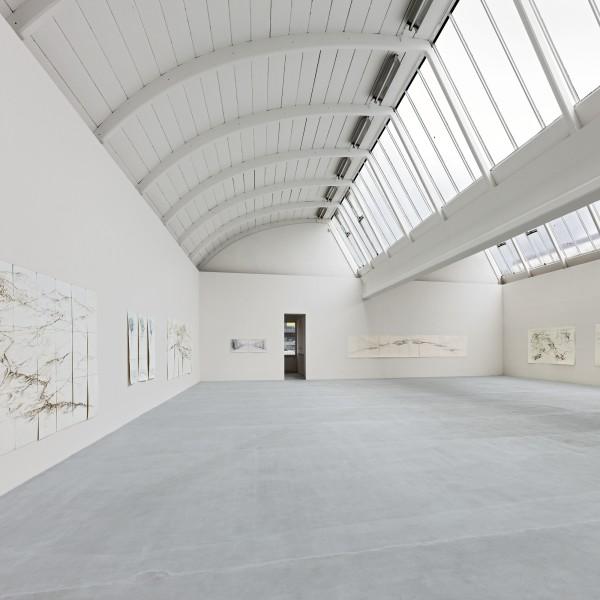 Ausstellungsansichten: Raffi Kaiser. Le voyage des voyages