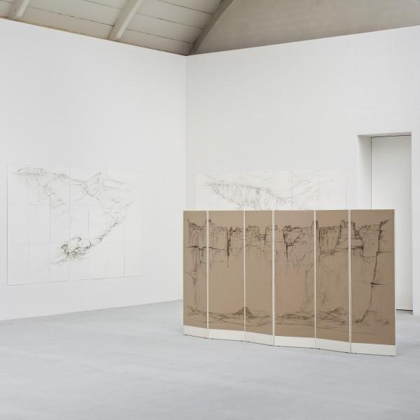 Ausstellungsansichten: Alain Pierre Jacquet & Raffi Kaiser. Drawings (Skulpturen: Franz Bernhard)