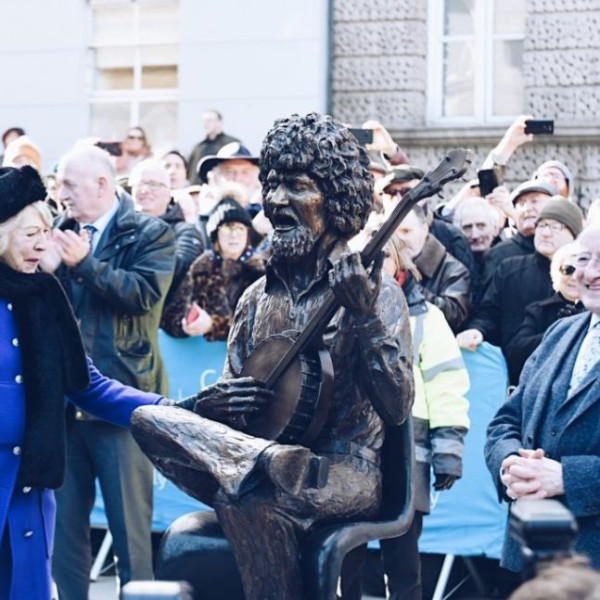 HOTPRESS: President Higgins unveils John Coll sculpture of Luke Kelly