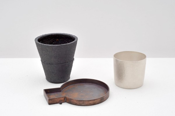 Julian Stair & Simone ten Hompel, Two beakers, dish, 2016