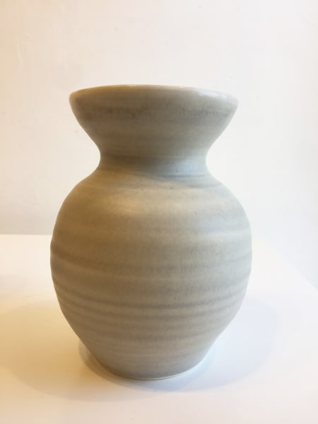 Linda Bloomfield, Wide Light-Grey Vase, 2018