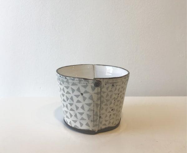 Grey Triangle, Pot