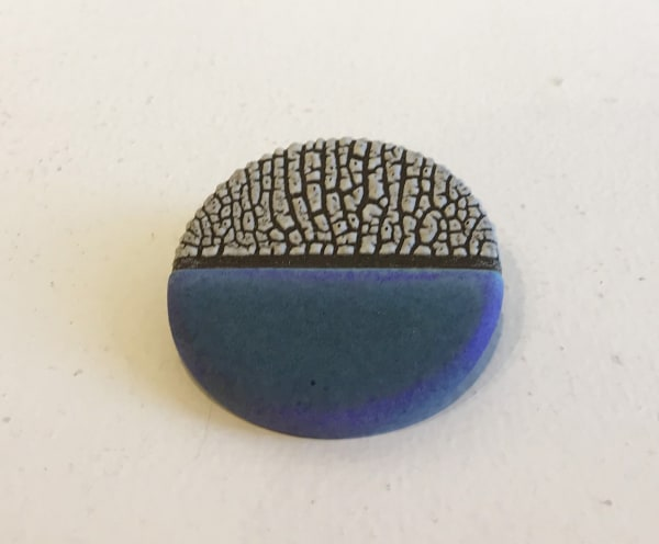 Emma Williams, Brooch in Indigo Blue and White (Horizontal)