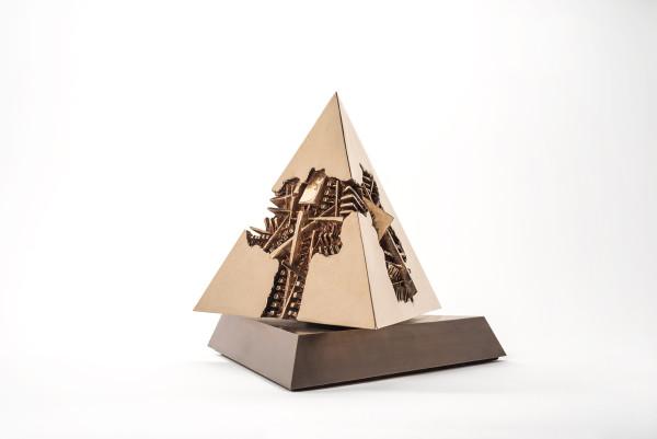 Arnaldo Pomodoro, Piramide, 2015