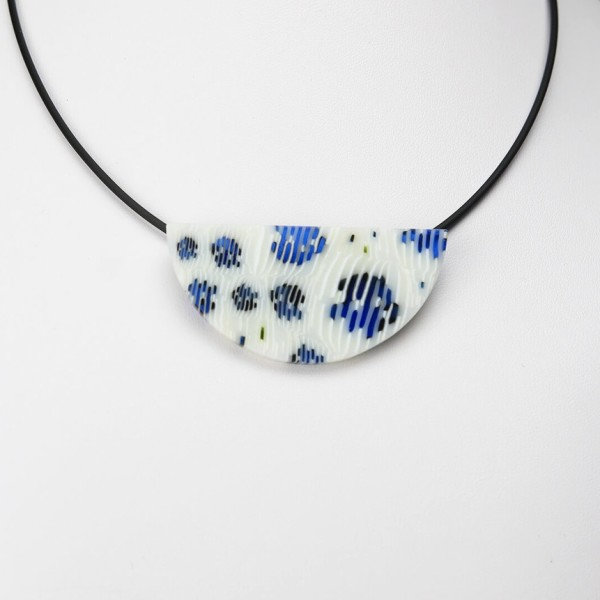 Blue Ruffled Feathers Wedge Pendant Necklace 2