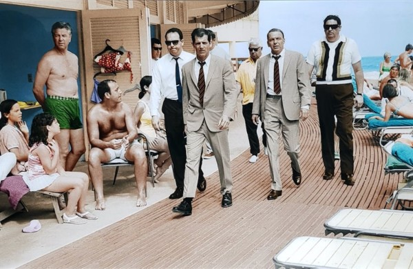 Terry O'Neill, Frank Sinatra, Miami Boardwalk, 1968 - LIGHT BOX