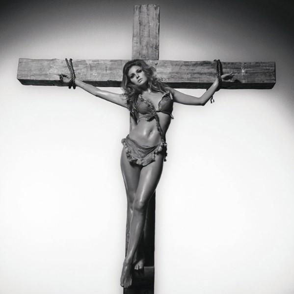 Raquel on the cross, 1966
