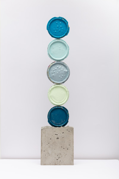 David Batchelor Geo-Concreto 06, 2018 tin lids, gloss paint and concrete 69 x 15 x 5 cm 27 1/8 x 5 7/8 x 2 in