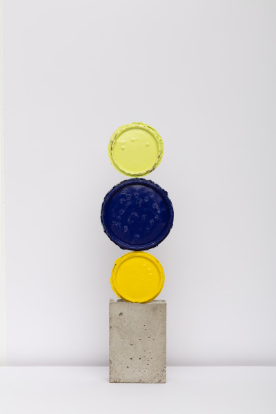 David Batchelor Geo-Concreto 14, 2018 tin lids, gloss paint and concrete 53 x 11.5 x 5 cm 20 7/8 x 4 1/2 x 2 in