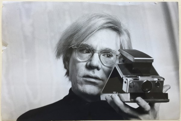 <span class=%22title%22>%22Self portrait with polaroid camera%22<span class=%22title_comma%22>, </span></span><span class=%22year%22>1972</span>