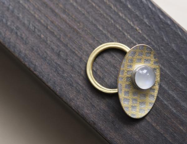 Jacqueline Mina, Wobbly Ring