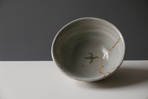Bernard Leach, Chawan with Hakeme and gold repair