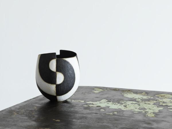 John Ward, Black & White Vessel