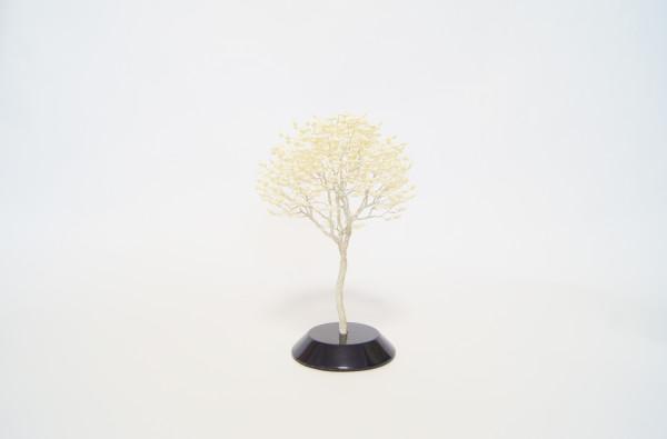 Naoki Onogana  Irodori-008, 2017  Paper, resin, wire  24 x 18 x 18 cm