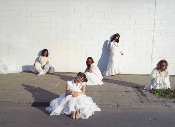 Mariana Bersten, Girls on the Street, 2003