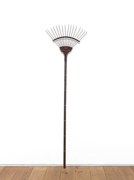 Voewood 2010 sunlight on wood with detachable metal rake 150 x 40 x 3 cm