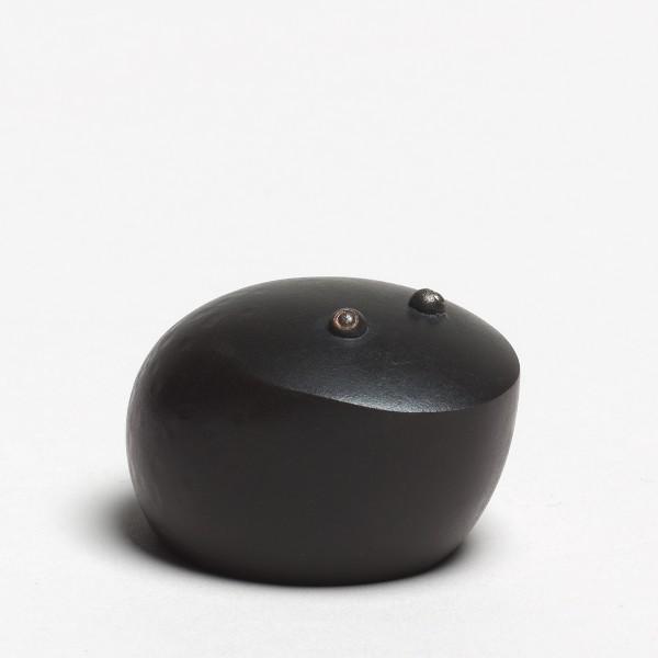 Andreas Caderas. Frösche #021499 Frosch, 2014 Bronze, innen schwarzes Araldite 3,0 x 4,0 x 5,0 cm