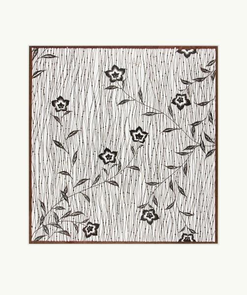 Katagami / Uwagami #016490 Katagami (Textilfärbeschablone), Japan, Meiji-Zeit (1868—1905), Juli 1905 Typ: komon (kleine Muster) 養老筋に桔梗 yôrôsuji ni kikyô. Prachtglockenblumen auf leicht gewellten Streifen. Schnitttechnik: tsukibori (Freischneiden). Handgeschöpftes Papier washi, imprägniert mit Persimonentanin kaki-shibu. Aufschrift mit Datum am unteren Rand: 三十八年七月…彫 … sanjû-hachinen shichigatsu … hori. Juli 1905, geschnitten (von) … Schablone: 51 x 41,4 cm; Rapport: 39,5 x 37,3 cm; Passepartout: 60 x 50 cm