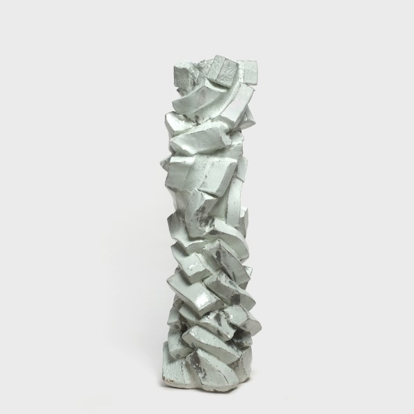 "Shozo Michikawa #020465 Skulpturale Form - Vase, 2013 Steinzeug, Kohiki-Glasur. Publiziert in dem Buch ""Shozo Michikawa. Ceramics"" Arnoldsche Art Publishers, 2017, S. 58 54 x 18 cm"