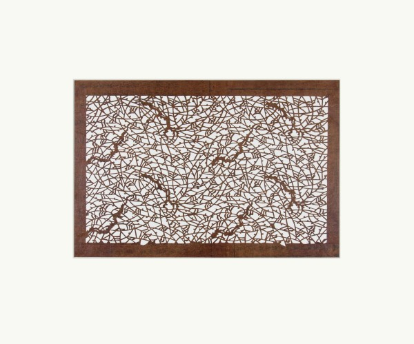 Katagami / Uwagami #014732 Katagami (Textilfärbeschablone), Japan, Späte Edo-Zeit / Meiji-Zeit (2. H. 19. Jh. / Anfang 20. Jh.) Typ: komon (kleine Muster) 柳 yanagi. Weidenzweige und –äste. Schnitttechnik: tsukibori (Freischneiden). Handgeschöpftes Papier (washi), imprägniert mit Persimonentanin (kaki-shibu) Schablone: 30,2 x 42,4 cm; Rapport: 21,5 x 35 cm; Passepartout: 50 x 60 cm