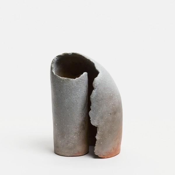 Yasuhisa Kohyama #022065 Hajibito, Vase, 2019 Steinzeug, Anagama-Brand 21 x 13,5 x 9 cm