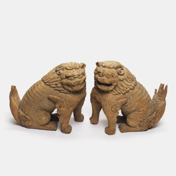 """Holzobjekte, #004904 Ein paar """"Löwenhunde"""" (komainu), Kamakura-Zeit (1185-1333)"""