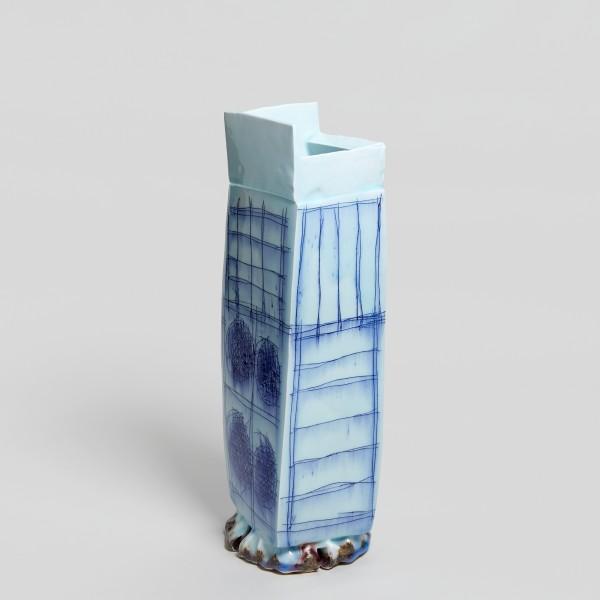 Masamichi Yoshikawa #021942 Kayho (Luxuriant pottery palace), 2019 Porzellan mit Seihakuji-Glasur 53 x 17 x 17,5 cm