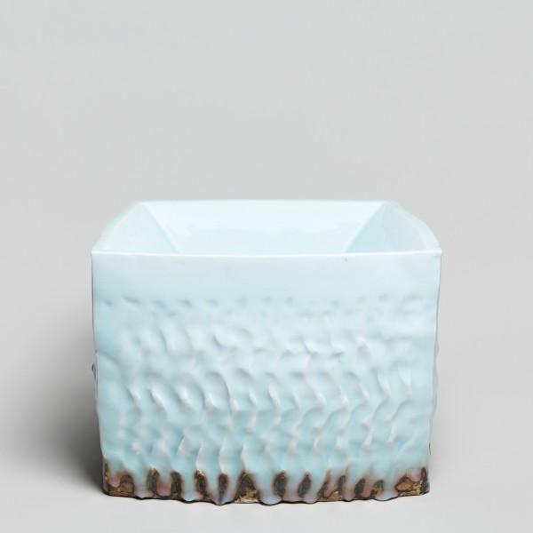 Masamichi Yoshikawa #021937 Kayho (Luxuriant pottery palace), 2017 Porzellan mit Seihakuji-Glasur 26,5 x 38 x 37 cm