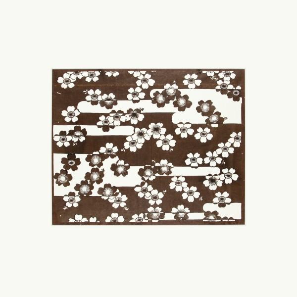 """Katagami / Uwagami #016495 Katagami (Textilfärbeschablone), Japan, Späte Edo-Zeit / Meiji-Zeit (2. H. 19. Jh. / Anfang 20. Jh.) Typ: chûgata (mittelgrößes Muster) Kirschblüten in Nebelschwaden in Form des katakana-Schriftzeichens エ """"e"""" (e-gasumi). Schnitttechnik: tsukibori (Freischneiden), Handgeschöpftes Papier (washi), imprägniert mit Persimonentanin (kaki-shibu) Blatt: 45,6 x 41,4 cm; Muster: 37,5 x 30,2 cm; Passepartout: 60 x 60 cm"""