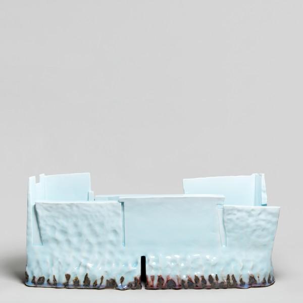 Masamichi Yoshikawa #021924 Kayho (Luxuriant pottery palace), 2019 Porzellan mit Seihakuji-Glasur 28 x 70 x 22 cm