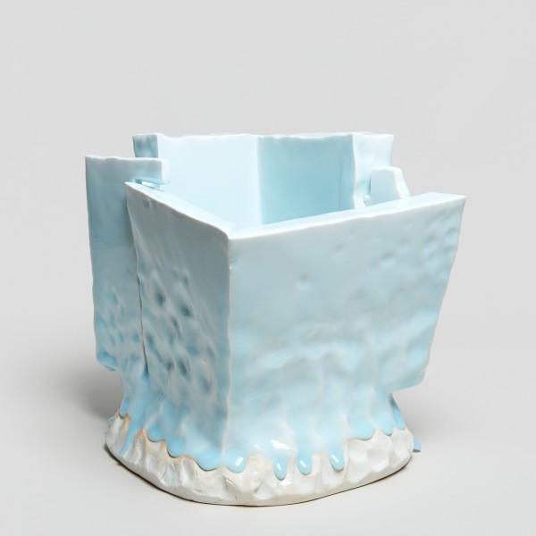 Masamichi Yoshikawa #021944 Kayho (Luxuriant pottery palace), 2019 Porzellan mit Seihakuji-Glasur 26 x 24,5 x 23 cm