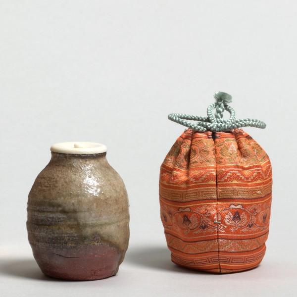 Weitere Keramik, #005197 KANZAKI, Shihô *1942, Chaire (Teepulvergefäß), Japan, Shigaraki, 1986