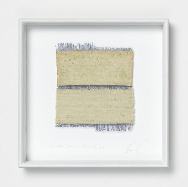 Chiyoko Tanaka #022081 Grinded Fabric - Yellow . Y #611, 1990 Handgewebtes Textil (Ramie, Seide), gerieben mit weißem Stein Textil: 21,5 x 18,5 cm; Rahmen: 35 x 35 x 5 cm