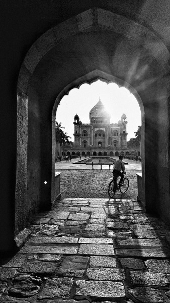 William Dalrymple , Monsoon afternoon, Safdar Jung's Tomb, Delhi