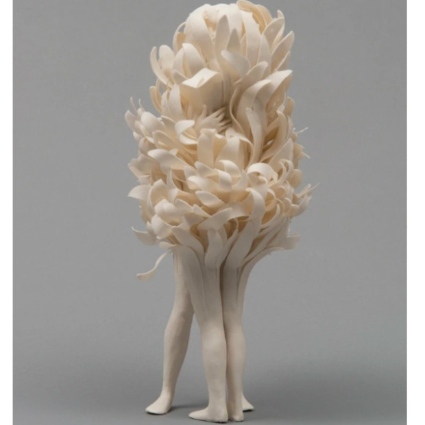 Claudia Fontes - Foreigners (Hyacinth)