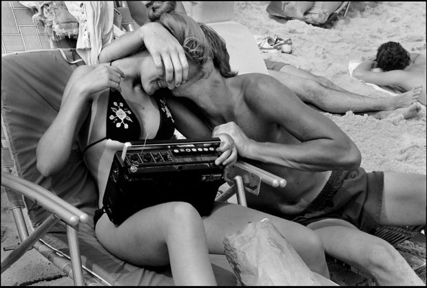 Joseph Szabo, Nuzzling and Radio, 1983