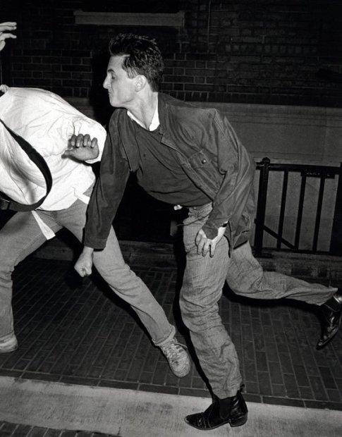 Ron Galella, Sean Penn, socks Anthony Galella, August 29, 1986