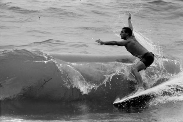 LeRoy Grannis, Micky Munoz Sniffs Victory, D&W Surf Championships, Delrey Beach, 1963