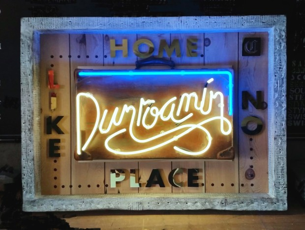 Courty Neon Art, Dunroamin