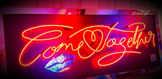 Courty Neon Art, Come Together